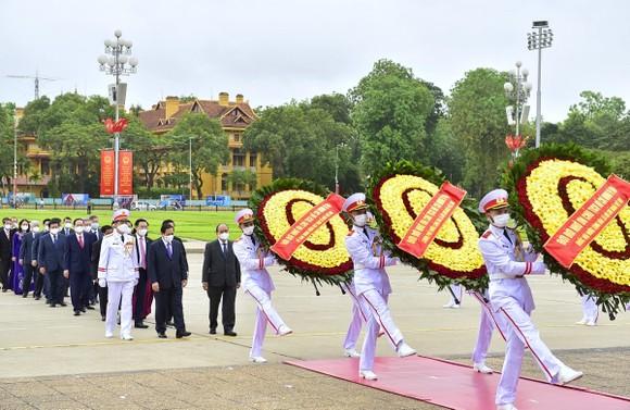 Lãnh đạo Đảng, Nhà nước vào Lăng viếng Chủ tịch Hồ Chí Minh ảnh 1