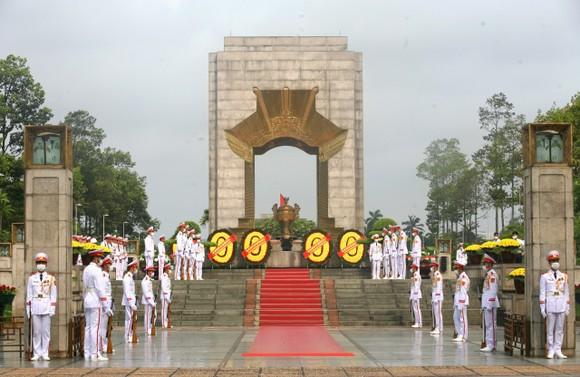 Lãnh đạo Đảng, Nhà nước vào Lăng viếng Chủ tịch Hồ Chí Minh ảnh 6