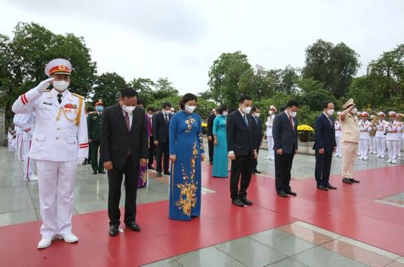 Lãnh đạo Đảng, Nhà nước vào Lăng viếng Chủ tịch Hồ Chí Minh ảnh 8