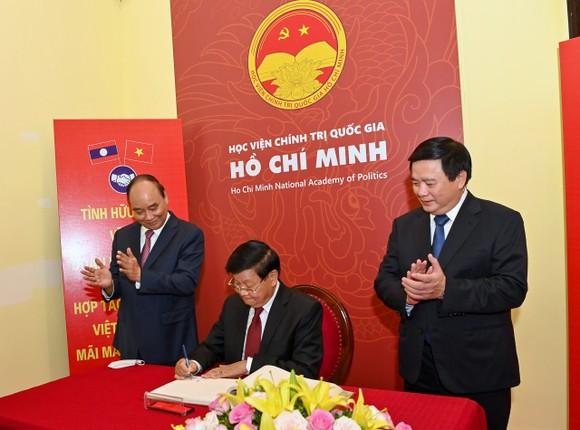 Cùng nhau bảo vệ thành quả cách mạng, phát triển đất nước, giữ gìn quan hệ đặc biệt Việt - Lào đời đời bền vững ảnh 5
