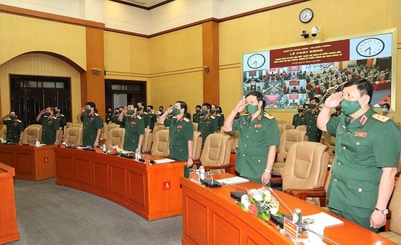 Quân đội quyết tâm đoàn kết, chung sức đẩy lùi dịch bệnh và đảm bảo đời sống cho người dân ảnh 1