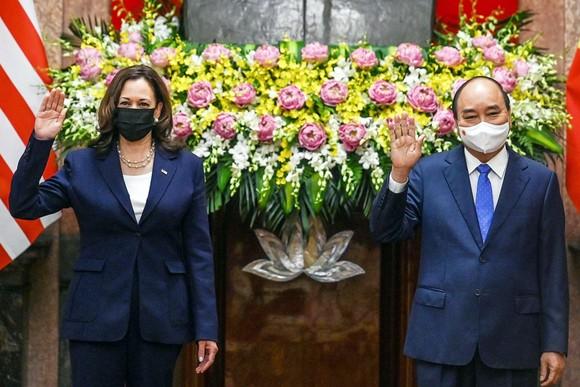 Chủ tịch nước Nguyễn Xuân Phúc hội kiến với Phó Tổng thống Hoa Kỳ Kamala Harris ảnh 1
