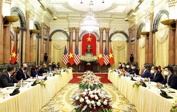 Chủ tịch nước Nguyễn Xuân Phúc hội kiến với Phó Tổng thống Hoa Kỳ Kamala Harris ảnh 2