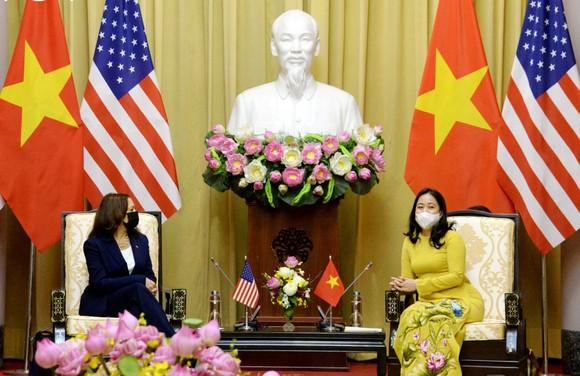 Chủ tịch nước Nguyễn Xuân Phúc hội kiến với Phó Tổng thống Hoa Kỳ Kamala Harris ảnh 4