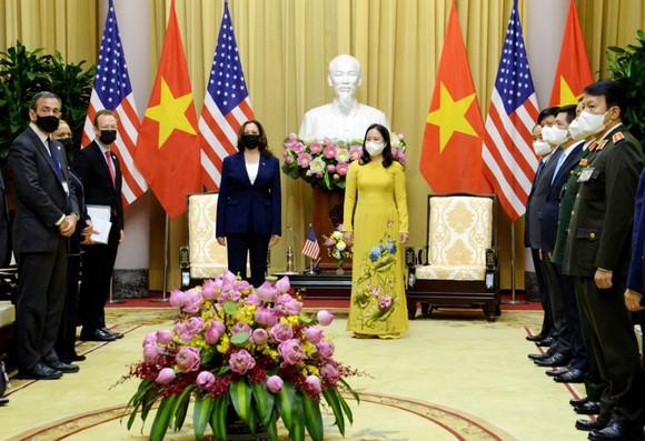 Chủ tịch nước Nguyễn Xuân Phúc hội kiến với Phó Tổng thống Hoa Kỳ Kamala Harris ảnh 3