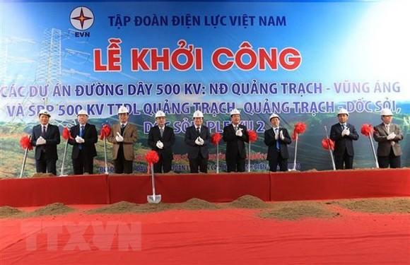 At the ceremony to kick start three 500kV transmission line projects (Photo: VNA)