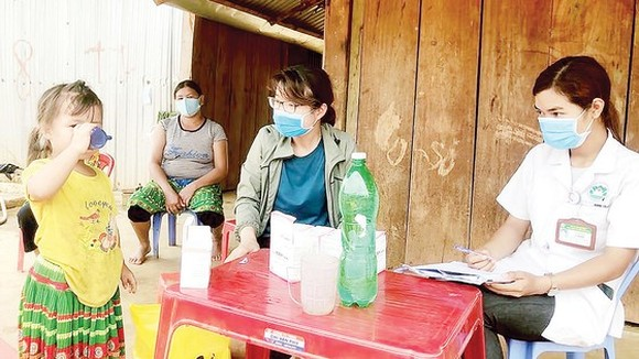 Locals are given drugs against diphtheria (Photo: SGGP)