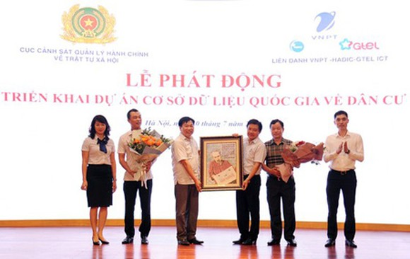 The ceremony to launch the project to build a national database on citizens on July 20 in Hanoi. (Photo: SGGP)