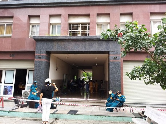 Apartment block in District 12 under lockdown due to Covid-19