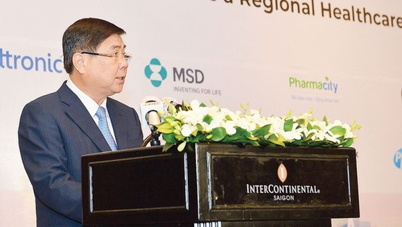 Chairman of the People's Committee in Ho Chi Minh City Nguyen Thanh Phong speaks at the event (Photo: SGGP)