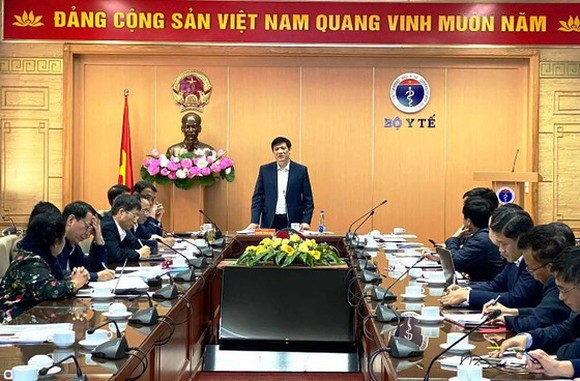 Health Minister Professor Nguyen Thanh Long shares the information about Covid-19 vaccine testing on human at a meeting recently (Photo: SGGP)