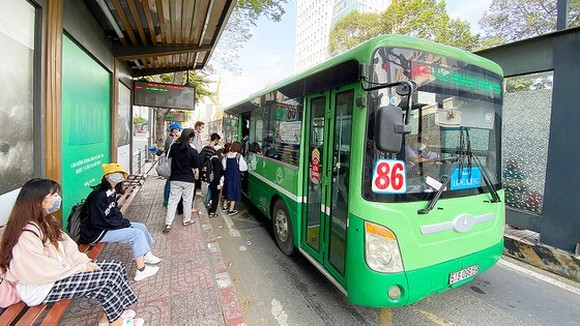 HCMC adopts solutions to increase public transport use (Photo: SGGP)