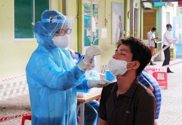 Travelers to Hai Duong Province must declare health status and undergo tests (Photo: SGGP)