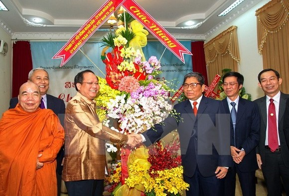 Vice Secretary of the municipal Party Committee Tat Thanh Cang congratulated Lao officials and dignitaries on New Year festival of Laos (Illustrative image. Source: VNA)