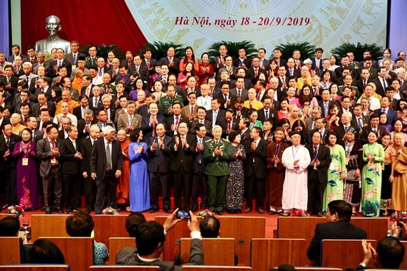Party, State leaders and members of the 9th-tenure VFF Central Committee pose for a photo at the closing session of the 9th VFF National Congress on September 20 (Photo: VNA)