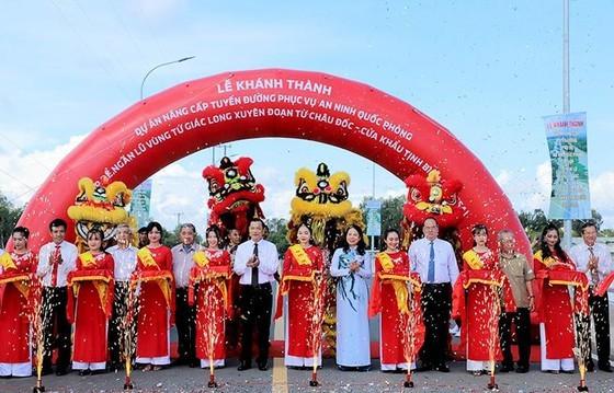 Provincial Road 955A, anti-flood dyke in Long Xuyen Quadrangle inaugurated