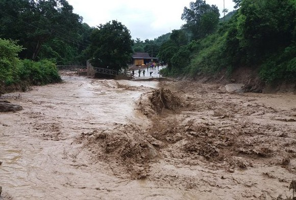Torrential downpour, flood chaos to continue in Central region in next ten days
