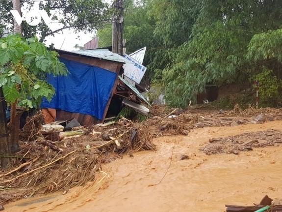Torrential rains trigger severe landslides in Nam Tra My district, central Quang Nam province. (Photo: VGP)
