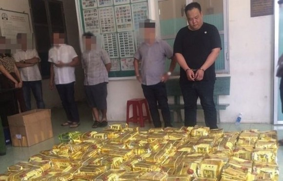 Drug trafickers are arrested by HCM City police force. (Photo: VNA)