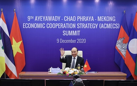 Prime Minister Nguyen Xuan Phuc attends the 9th Ayeyawady-Chao Phraya-Mekong Economic Cooperation Strategy (ACMECS) Summit held via video conference on December 9. (Photo: VNA)