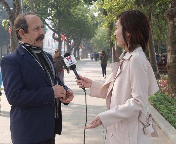 Alberto Salazar, a resident correspondent of Prensa Latina in Vietnam, in an interview with the Vietnam News Agency (Photo: VNA)