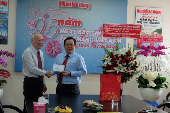Lãnh đạo TPHCM thăm các cơ quan báo chí nhân Ngày Báo chí Cách mạng Việt Nam ảnh 3