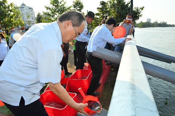 TP Thủ Đức phát động, ra quân trồng cây xanh, dọn dẹp vệ sinh môi trường ảnh 4