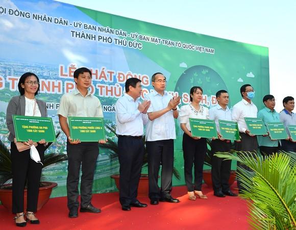 TP Thủ Đức phát động, ra quân trồng cây xanh, dọn dẹp vệ sinh môi trường ảnh 3