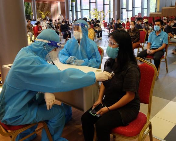 Hơn 660 người nước ngoài ở quận 7 được tiêm vaccine phòng Covid-19 ảnh 2