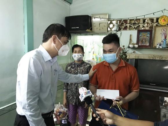 Lãnh đạo TPHCM thăm, trao quà Trung thu cho trẻ mồ côi vì Covid-19 ảnh 13