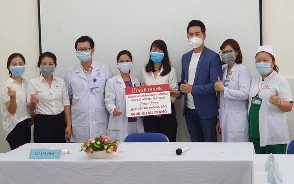 Bệnh viện Dã chiến 2.3 tặng 1.000 nón kính bảo hộ phòng chống dịch cho Bệnh viện Quân y 175 ảnh 2