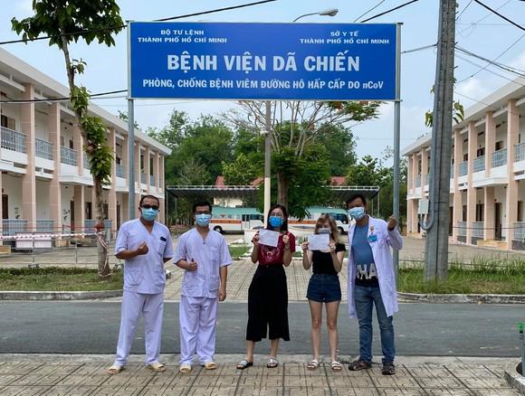 2 bệnh nhân điều trị tại Bệnh viện Bệnh lý hô hấp cấp tính Củ Chi được công bố khỏi bệnh