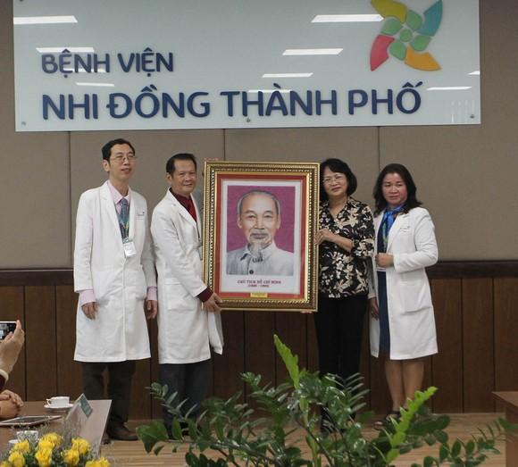 Phó Chủ tịch nước Đặng Thị Ngọc Thịnh thăm hai bé song sinh Trúc Nhi – Diệu Nhi ảnh 6
