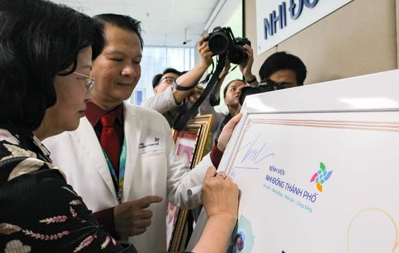 Phó Chủ tịch nước Đặng Thị Ngọc Thịnh thăm hai bé song sinh Trúc Nhi – Diệu Nhi ảnh 8
