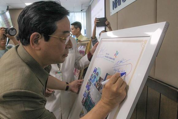 Phó Chủ tịch nước Đặng Thị Ngọc Thịnh thăm hai bé song sinh Trúc Nhi – Diệu Nhi ảnh 9