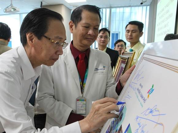 Phó Chủ tịch nước Đặng Thị Ngọc Thịnh thăm hai bé song sinh Trúc Nhi – Diệu Nhi ảnh 10