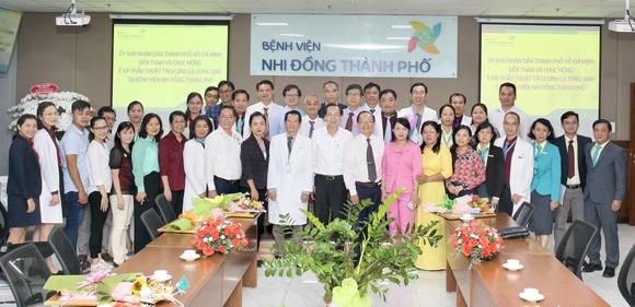 Phó Chủ tịch UBND TPHCM Lê Thanh Liêm thăm 2 bé Trúc Nhi và Diệu Nhi ảnh 7