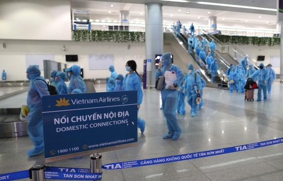 300 người 'mắc kẹt' ở Đà Nẵng đã trở về TPHCM ảnh 8