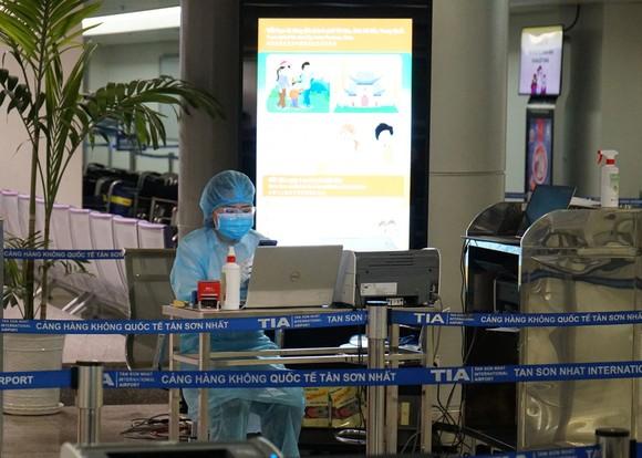 300 người 'mắc kẹt' ở Đà Nẵng đã trở về TPHCM ảnh 4