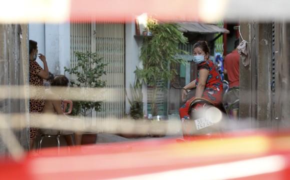 Quận 6: Phong tỏa tạm thời 3 khu vực, cho học sinh một số trường nghỉ học ảnh 2