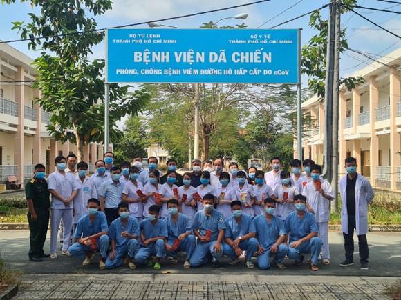 Thứ trưởng Nguyễn Trường Sơn chúc tết Bệnh viện Bệnh lý hô hấp cấp tính Củ Chi ảnh 2