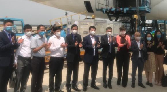 117.600 liều vaccine Covid-19 đầu tiên đã về Việt Nam ảnh 3