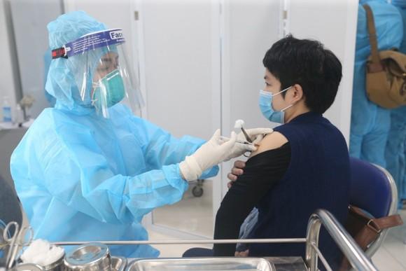Sáng 8-3, triển khai những mũi tiêm vaccine ngừa Covid-19 đầu tiên tại TPHCM, Hà Nội và Hải Dương ảnh 9