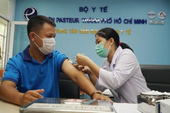 TPHCM: Tiêm vaccine Covid-19 cho hơn 80 phóng viên ảnh 1
