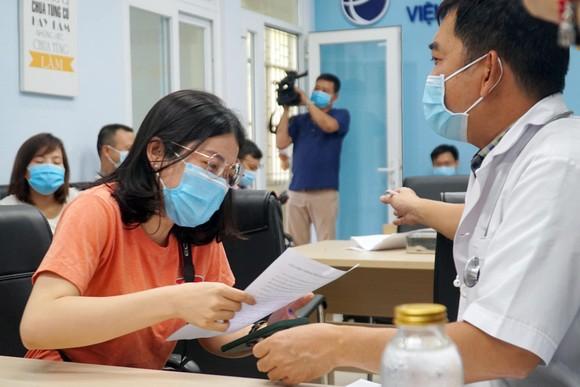 TPHCM: Tiêm vaccine Covid-19 cho hơn 80 phóng viên ảnh 2