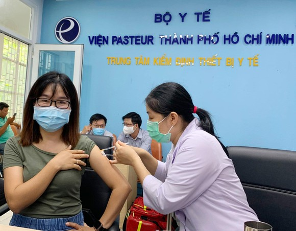 TPHCM: Tiêm vaccine Covid-19 cho hơn 80 phóng viên ảnh 3