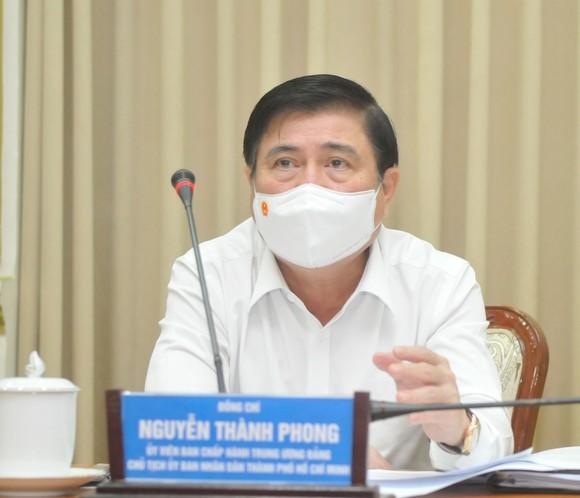 Chủ tịch UBND TPHCM Nguyễn Thành Phong yêu cầu kích hoạt toàn bộ phương án chống dịch Covid-19 mức cao nhất ảnh 1
