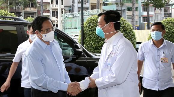 Thủ tướng Chính phủ Phạm Minh Chính: Không vì phát triển kinh tế mà hy sinh sức khỏe của nhân dân ảnh 3
