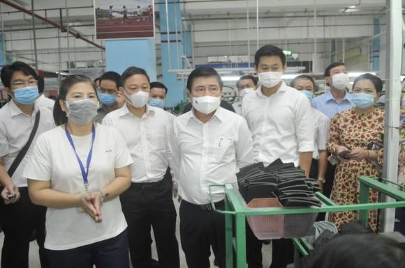 Chấp hành quy định phòng chống dịch là bảo vệ sản xuất, bảo vệ công ăn việc làm cho công nhân ảnh 1
