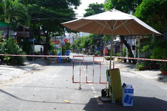 Phát hiện 3 ca mắc Covid-19 tại quận Tân Phú, phong tỏa tạm thời 48 hộ dân ảnh 1